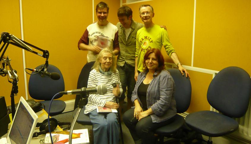 Alex Fitch, Ariel Kahn, Paul Gravett, Eileen Cassavetti and Francesca Cassavetti in the studio at Resonance FM, photo by Nick Tesco